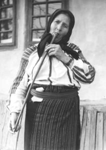 Lőrinc Györgyné Hodorog Luca (1920) tilinkázik.