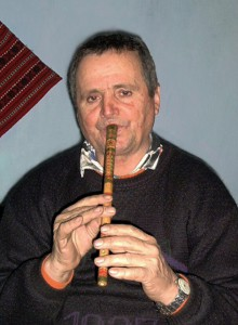 Hodorog András (1943) furulyás. Klézse (Moldva), 2004. 01. 29.