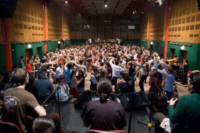 Teltházas táncház az Almássy Téri Szabadidő Központban. Budapest, 2007. 12. 20.