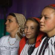 Énekes lánykák Dobos Rózsa nénivel - Külsőrekecsin (Moldva)
